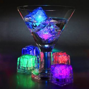 "Cubos de gelo luminosos ""light cubes"""